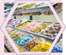 馋嘴公主休闲零食货柜展示区